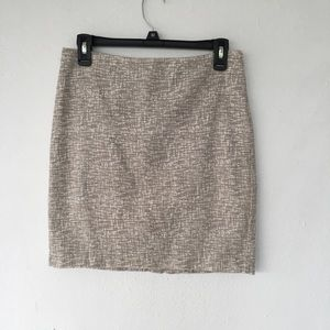 Banana republic pencil skirt size 4 beige color